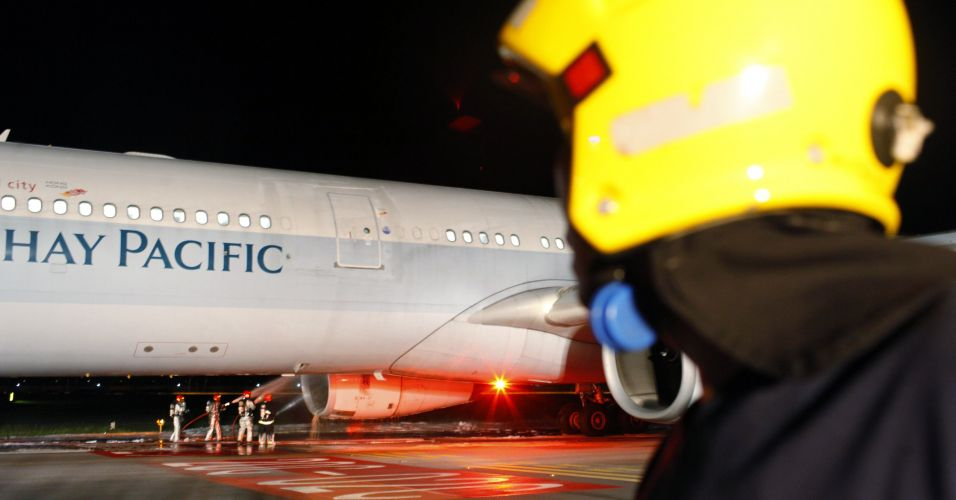 REUTERS/Beawiharta Beawiharta.  ФОТО: Аэробус A330 совершил экстренную посадку в аэропорту Сингапура.