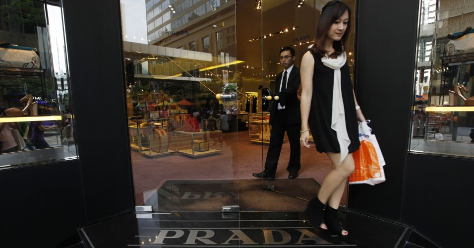prada ipo Prada's $2 billion initial public offering was approved last night at a meeting with hong kong stock exchange (hkex) regulators sources tell bloomberg that the italian fashion house will go .
