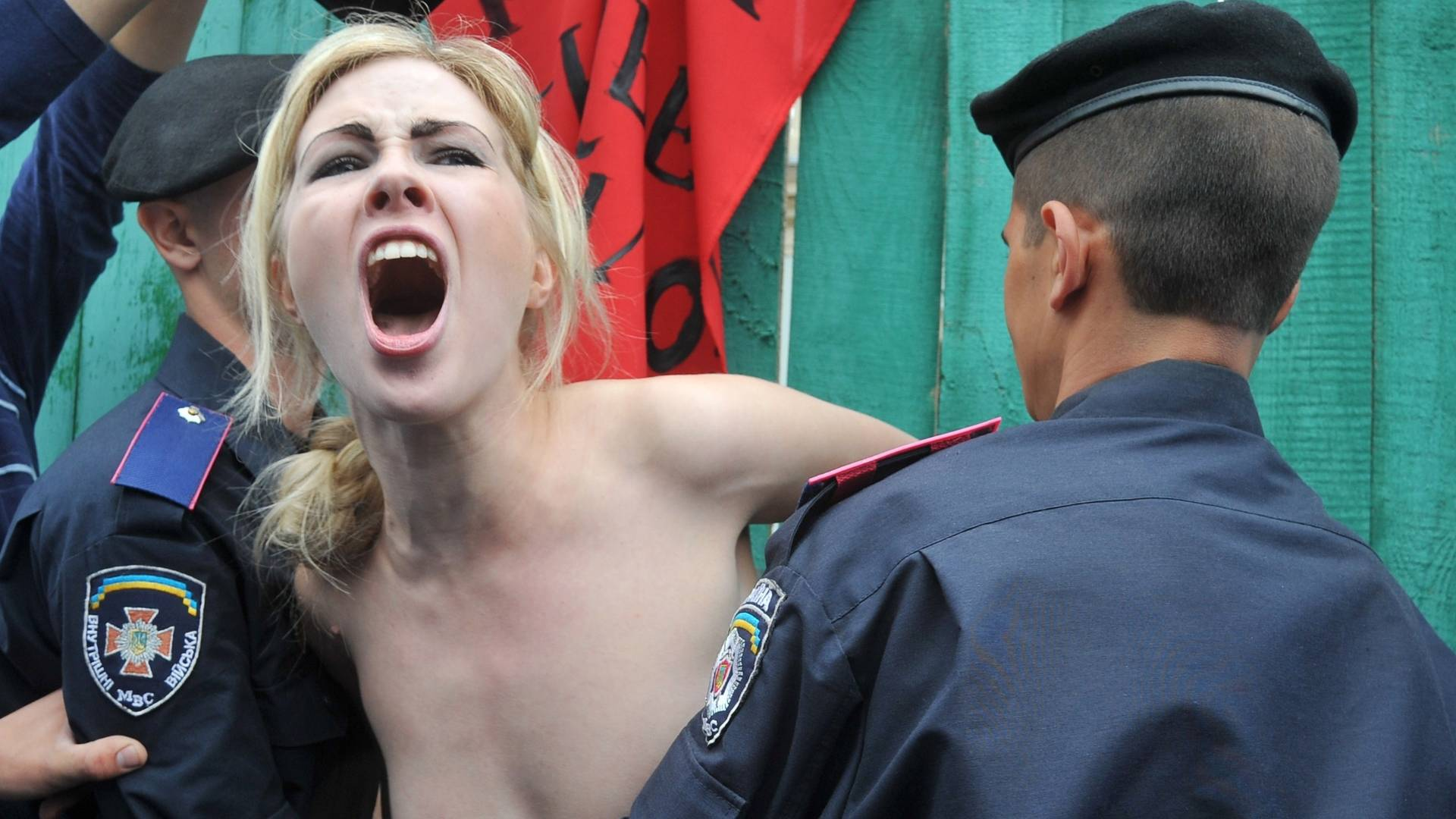 Ucranianas protestam topless contra reforma da aposentadoria