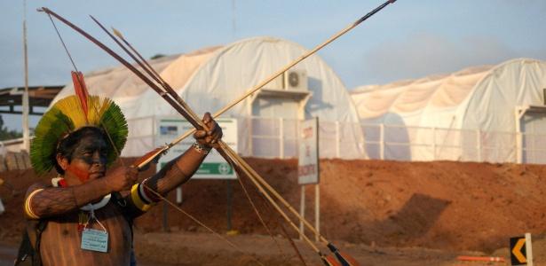 Grupo de índios e camponeses ocupam local de obras da usina de Belo Monte