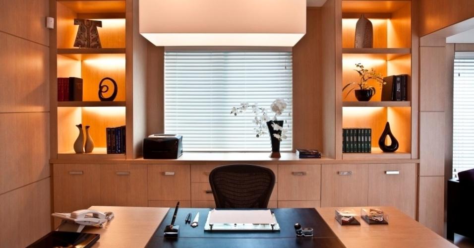 http://ec.i.uol.com.br/economia/2012/08/22/escritorio-projetado-pela-arquiteta-marcia-khalil-1345659825149_956x500.jpg