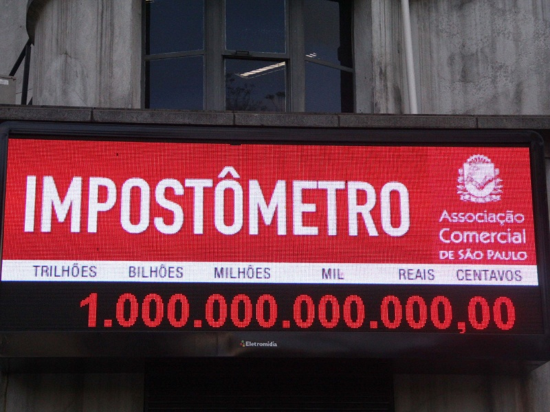 O país atingiu nesta quarta-feira (29) a marca de R$ 1 trilhão arrecado com impostos federais, estaduais e municipais no ano, segundo dados do Impostômetro da ACSP (Associação Comercial de São Paulo).