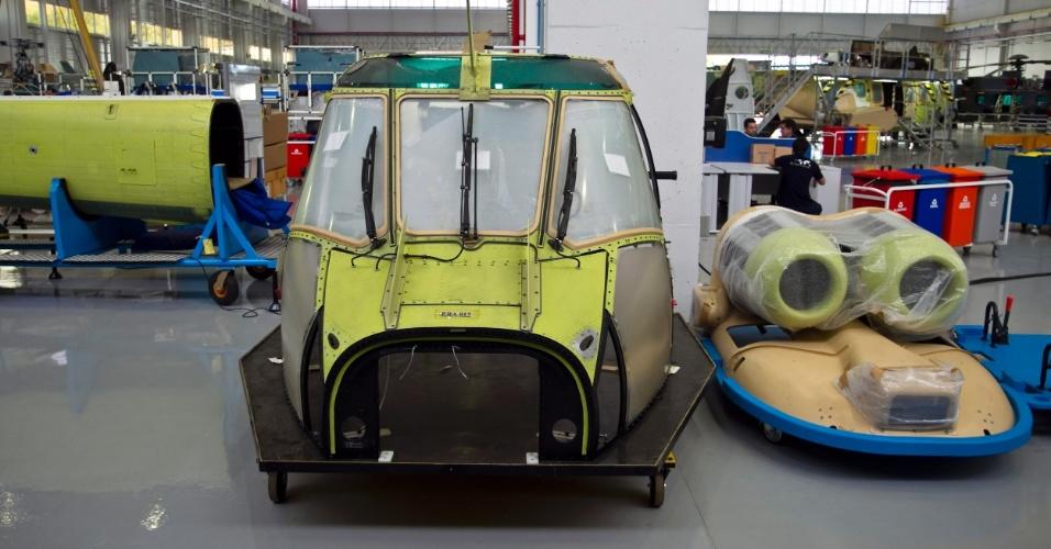 Do pedido de compra à entrega, são dois anos de fabricação. As peças do EC725 vêm separadas e passam por cinco grande etapas no Brasil. São elas: montagem, banco de testes, pintura, manutenção e instalação elétrica