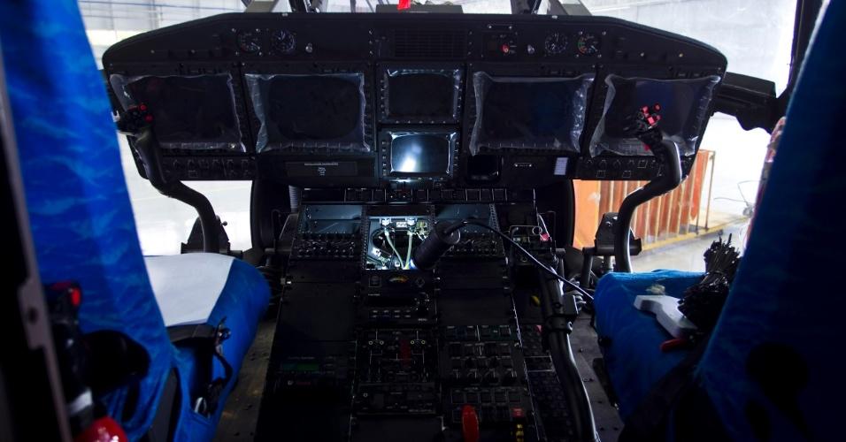 O EC725 possui equipamentos eletrônicos que permitem ao piloto ter informações de velocidade, altitude e localização