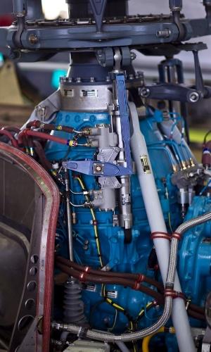 O rotor é um conjunto de cinco pás que formam o motor do helicóptero; ele que é responsável por fazer o helicóptero 'parar' no ar, diferentemente do avião