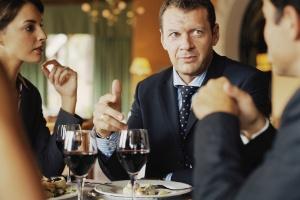 Almoço de negócios podem ser momentos produtivos para fazer contatos e criar oportunidades