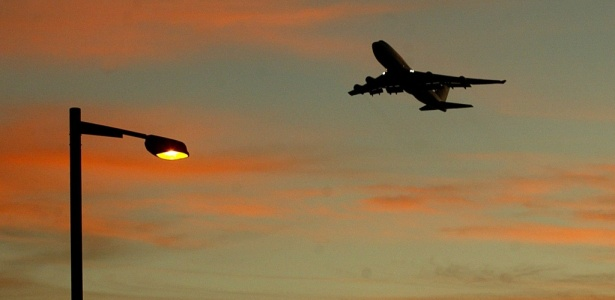 AFP PHOTO/Peter PARKS - 06.12.02