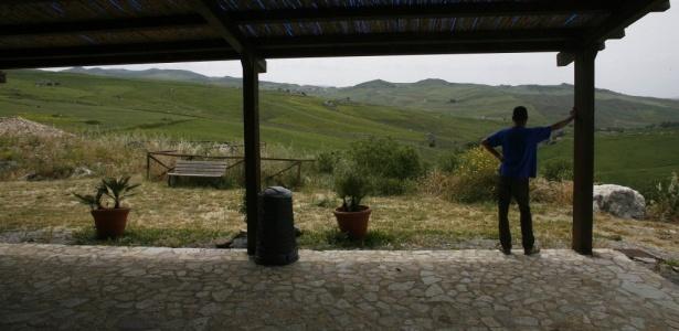 Albergue rural Terre di Corleone, na Itália; local já foi esconderijo do chefe da máfia Toto Riina. Bens confiscados das máfias italianas estão sendo confiados a cooperativas e ONGs; veja fotos