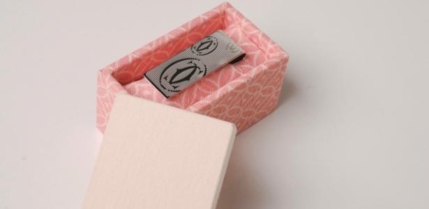 Lembrança de casamento da Jeniffer Bresser Exclusivité: uma caixa composta por um prendedor de dinheiro das marcas Tiffany