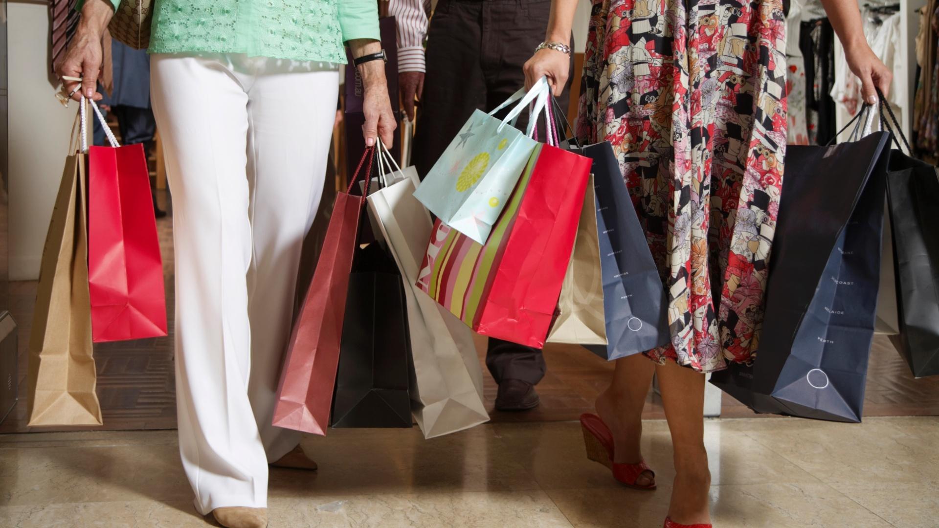 2daefe08085 Vale a pena antecipar as compras de Natal  Especialistas dão dicas para  economizar - 27 10 2011 - UOL Economia