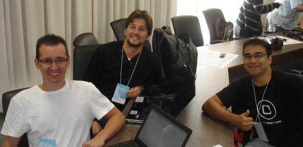 O empreendedor Bruno Barazzutti, ao centro, no evento Start up Weekend, em Brasília