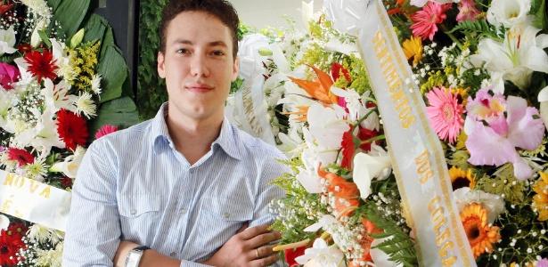 Em um ano de atividade no mercado, a empresa de Eduardo Gouveia já vende, em média, 500 coroas de flores por mês e atingiu o faturamento R$ 1,5 milhão - Aline Arruda / UOL