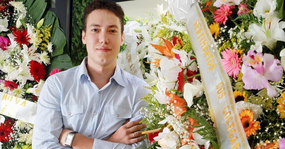 Venda de coroas fúnebres faz empresário faturar seu primeiro R$ 1 milhão