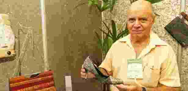 O empresário Aidson Ponciano, 70, começou a produzir bolsas e sapatos femininos com couro de peixe para se diferenciar da concorrência e valorizar produto típico da Região Amazônica - Vinicius Parente/Agência Sebrae