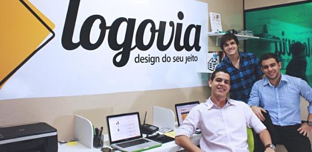 Sócios do Logovia Davi de Castro Rocha, Pedro Renan e Carmelo Queiroz atribuem a um grande número de designers os pedidos dos clientes cadastrados em seu site