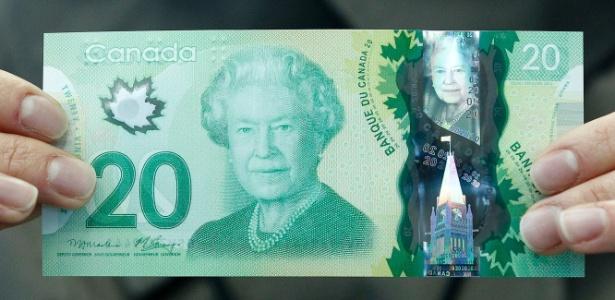 Nota cadadense com a estampa da rainha Elizabeth 2ª - Chris Wattie/Reuters