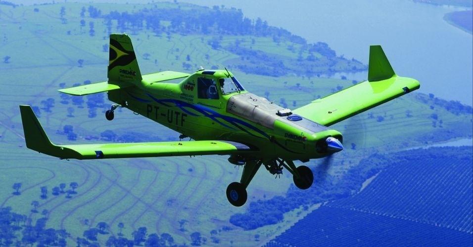avião agrícola ipanema movido a etanol da embraer