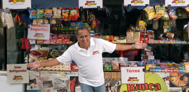 O empresário e palestrante David Portes em sua banca no centro do Rio - Divulgação