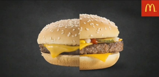 À esquerda, o lanche comprado em uma loja; à direita, o lanche feito para a propaganda