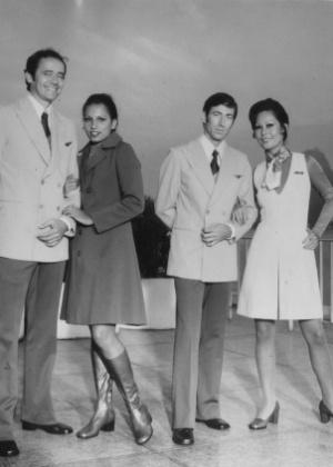 Comissárias e comissários da Varig mostram novo uniforme (1974)