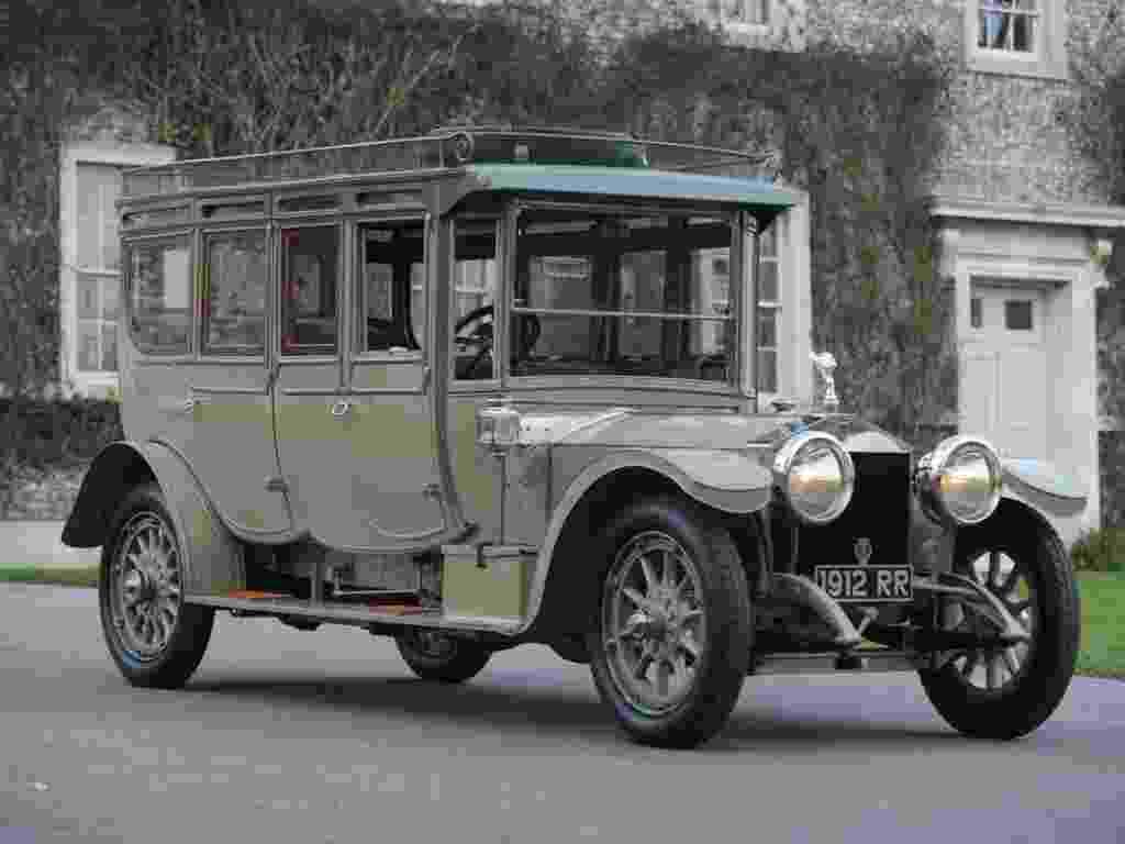"""O """"Corgi"""", um Rolls-Royce """"Silver Ghost"""" fabricado em 1912 pela londrina Barker & Co. foi vendido por 4,7 milhões de libras (cerca de R$ 15 milhões) em um leilão no festival de Goodwook, em West Sussex, no Reino Unido. O valor é o dobro do esperado pelos organizadores do evento - Divulgação/Bonhams"""