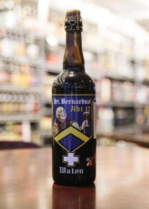 A cerveja St. Berbardus Abt 12 possui 12% de teor alcoólico. A garrafa de 750ml sai por R$ 47 no Empório Alto de Pinheiros, em São Paulo
