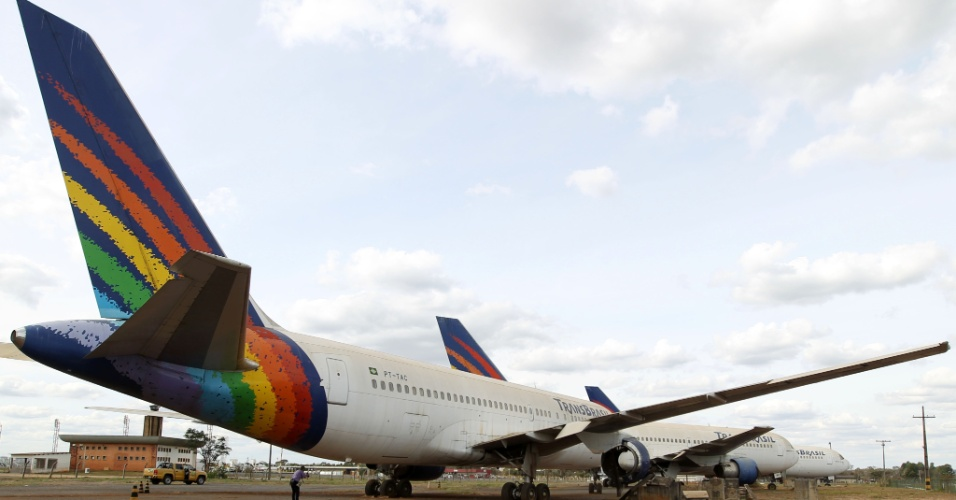 12.jul.2012 Os aviões da extinta Transbrasil que estão há anos parados no Aeroporto de Brasília receberam autorização da Justiça para serem desmontados