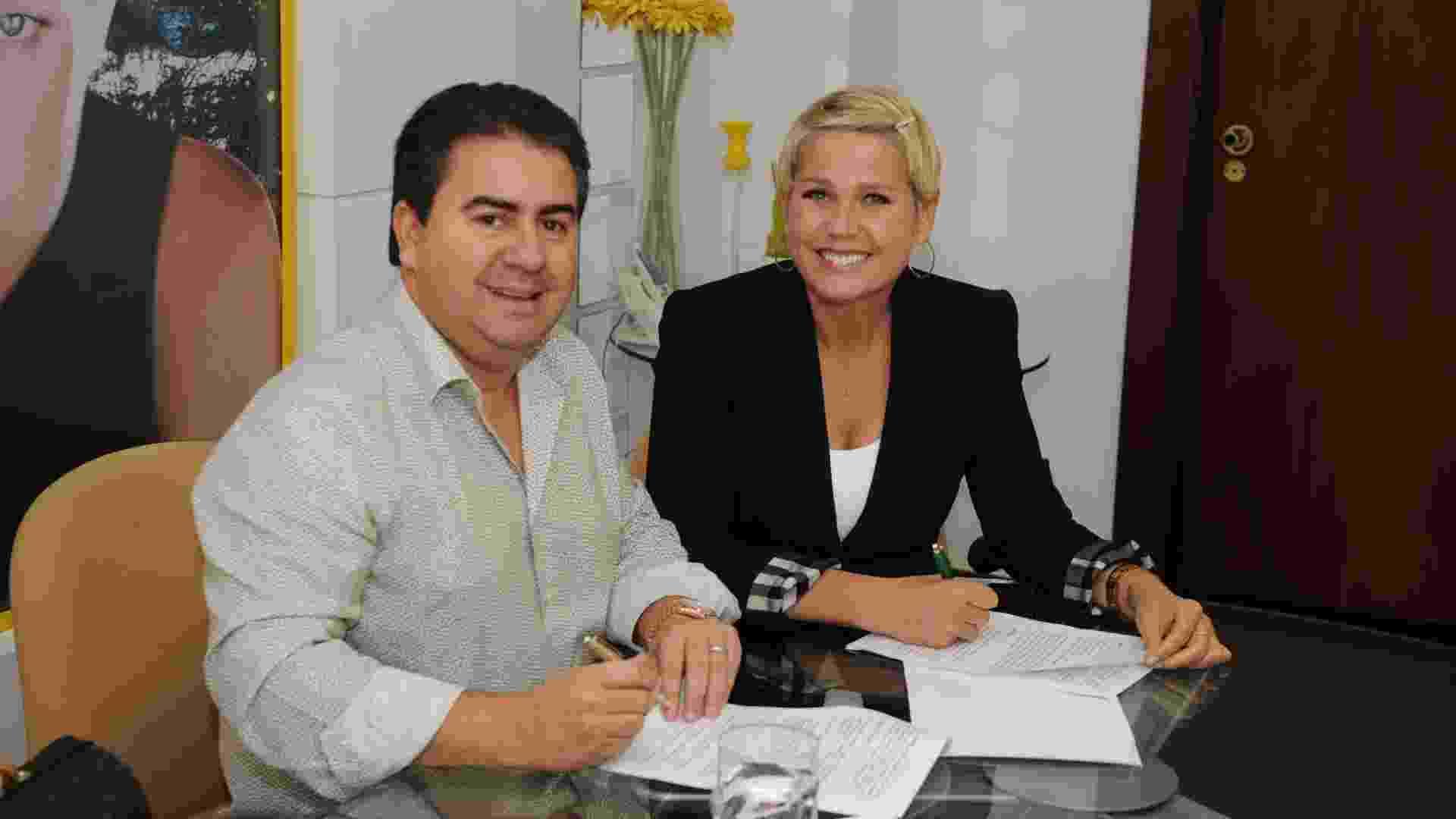 Xuxa assina contrato Buffet Casa X - Divulgação