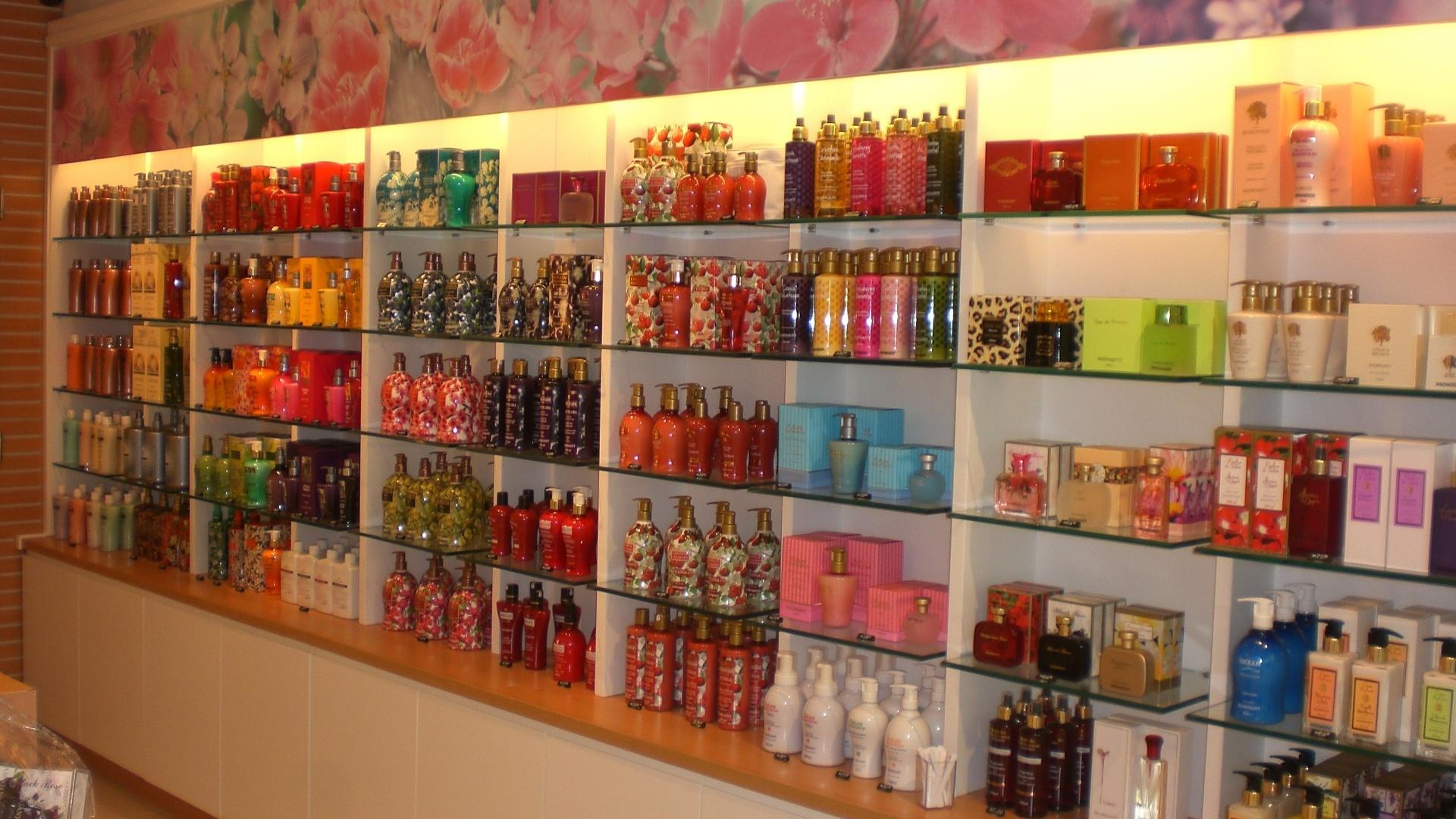 e302741662 Franquia de perfumes e cosméticos custa a partir de R$ 47 mil - 05/10/2012  - UOL Economia