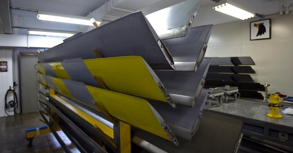 A pá da hélice é revestida de fibra de carbono e possui uma área mais resistente de aço inox, chamada 'board de ataque'
