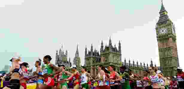Corredoras em ação durante a maratona feminina dos Jogos Olímpicos de Londres 2012 - Daniel Garcia/AFP