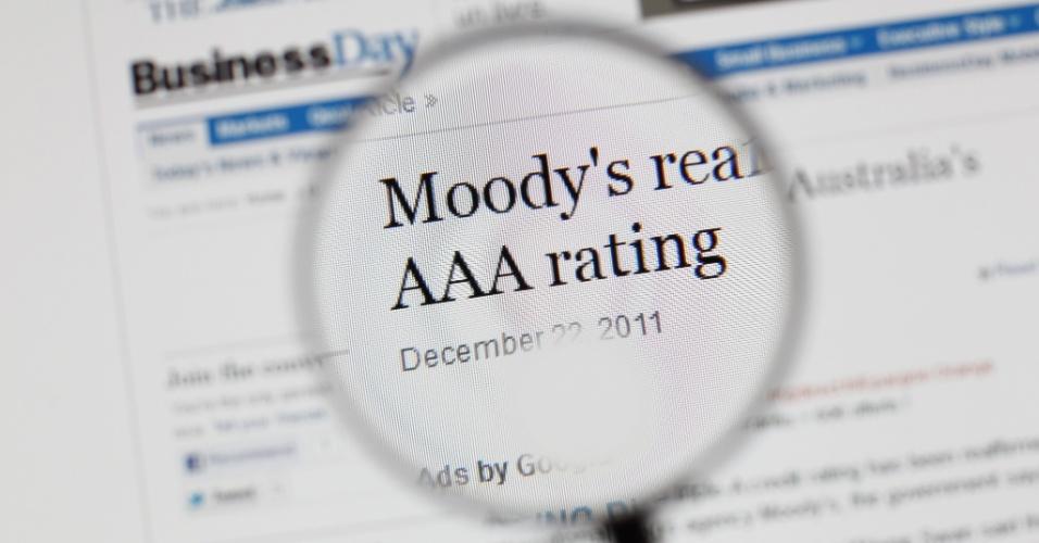 Close em notícia em um site falando sobre a classificação ?AAA? da França, que foi rebaixada para ?Aa1? pela agência de classificação de risco Moody?s