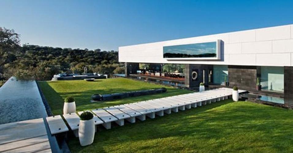 Site oferece produtos de luxo para os ricos fotos uol economia - Casas de millonarios ...