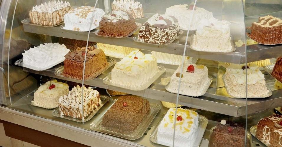 Vitrine de bolos de festa da Sodiê Doces