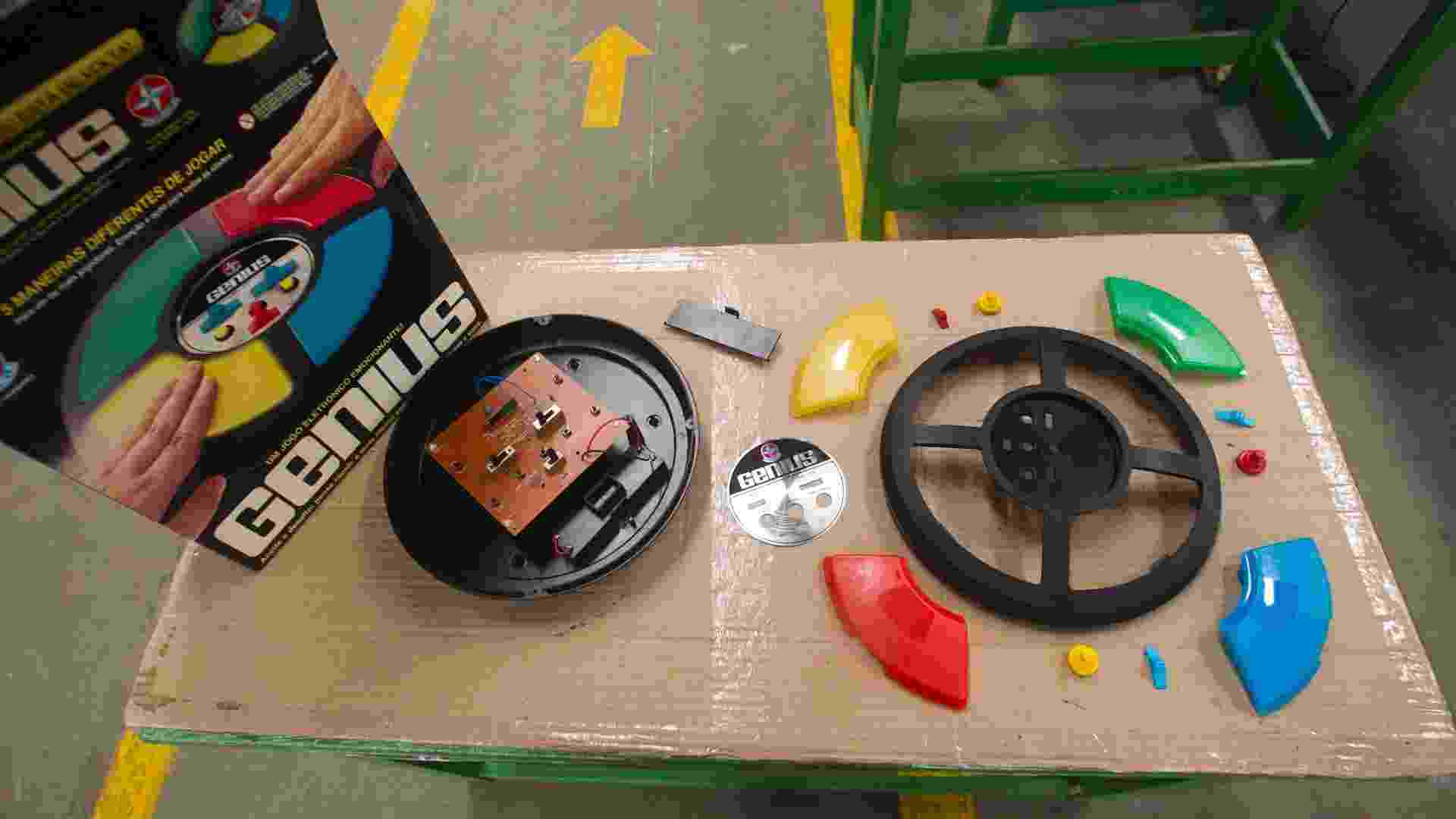 Fabricação do brinquedo Genius, da Estrela, em Itapira (SP) - Fernando Donasci/UOL