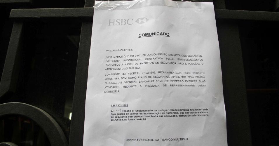 Clientes de bancos na região central de São Paulo encontraram agências bancárias fechadas nesta sexta-feira (8), véspera do feriado de Carnaval, devido à greve dos vigilantes. Conforme Lei Federal 7.102/1983 é vedada o funcionamento de qualquer estabelecimento financeiro com guarda de valores sem segurança
