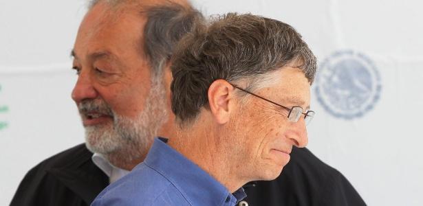 O magnata das telecomunicações Carlos Slim (atrás, à esq.) e o confundador da Microsoft Bill Gates - José Méndez/Efe