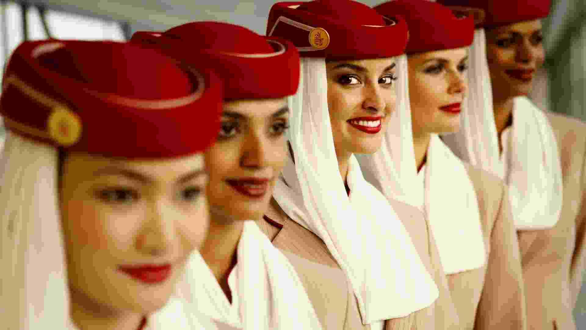 Tripulação usa uniforme da Emirates - Divulgação