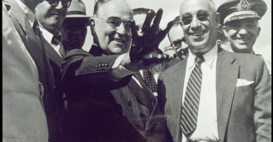 01.06.1952 - Visita Getulio Vargas à Refinaria de Mataripe (atual RLAM) Petrobras