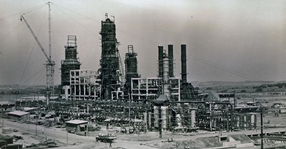 Construção da Refinaria de Paulínia (REPLAN), que iniciou suas operações em 1972
