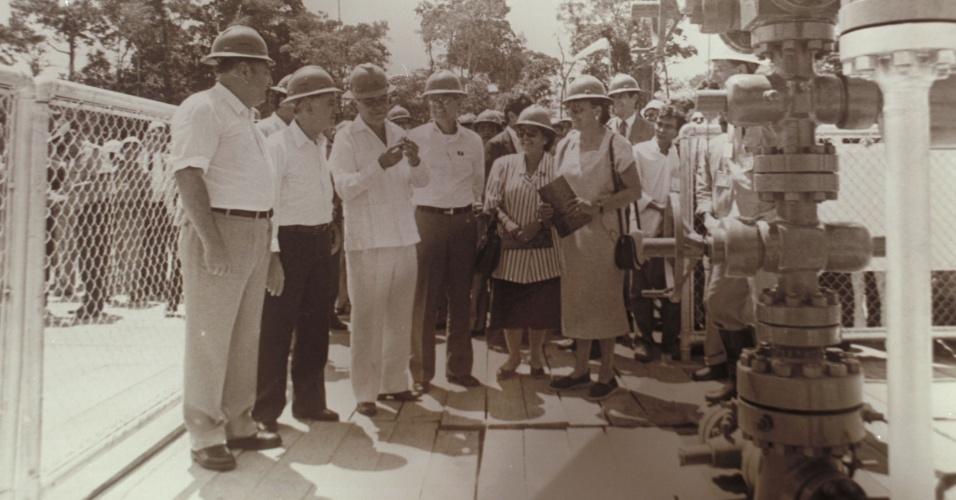 O Presidente da República José Sarney, o Presidente da Petrobras Armando Guedes Coelho e demais autoridades durante a cerimônia que marcou o início da produção de petróleo no Alto Amazonas - Urucu Petrobras