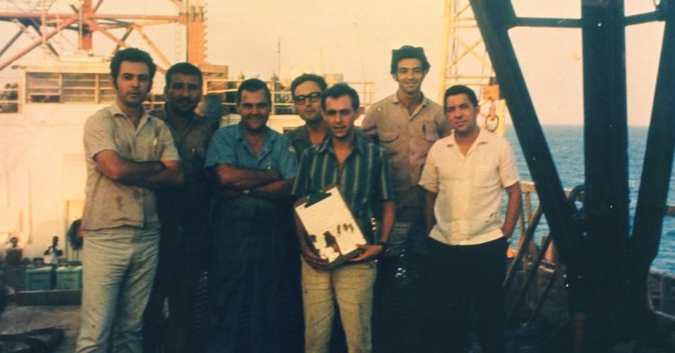 Equipe pioneira do campo de Guaricema, na Bacia Sergipe/Alagoas, a primeira descoberta na Plataforma Continental Brasileira