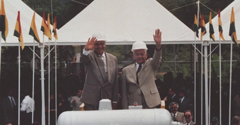 O Presidente da República Fernando Henrique Cardoso, o Presidente da Bolívia Hugo Banzer e demais autoridades durante a cerimônia de inauguração da primeira etapa do Gasoduto Bolívia-Brasil