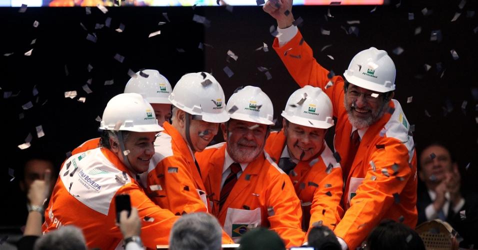 Em evento, a Petrobras oficializou em 24 de setembro de 2010 uma emissão de 2,294 bilhões de ações ordinárias e de 1,78 bilhão de ações preferenciais que serão negociadas nas Bolsas de São Paulo e Nova York (EUA)