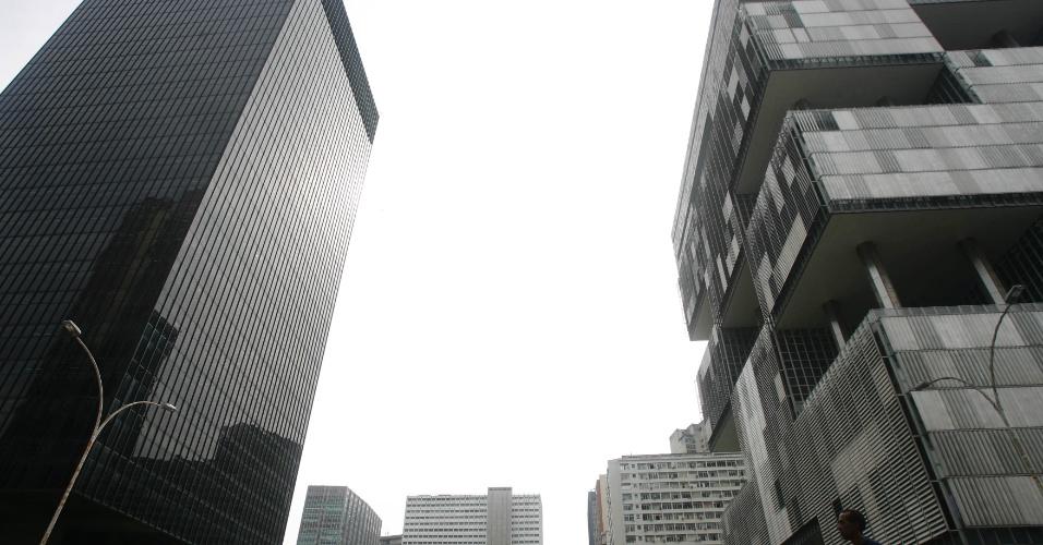 O predio do Banco Nacional de Desenvolvimento Social e visto ao lado da sede da Petrobras, na Avenida Chile, no centro do Rio, em 30 de janeiro 2009.